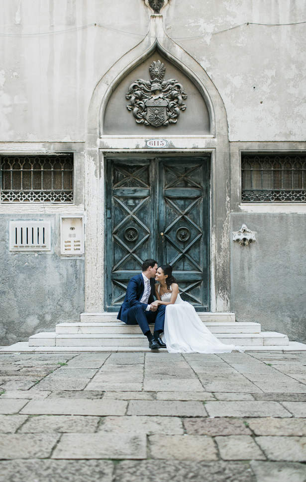 Romantic Venice Wedding Photo - Nora Photography