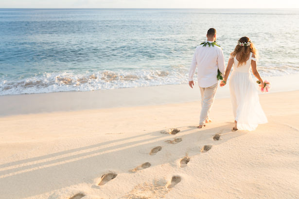 Romantic wedding photo Hawaii Elopement - beach destination wedding Hawaii - Karma Hill Photography