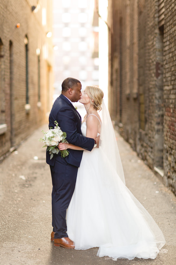 Romantic wedding photo - bride and groom kiss - Photography:Rochelle Louise