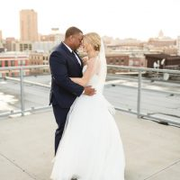 Romantic wedding photo - bride and groom picture - Photography:Rochelle Louise