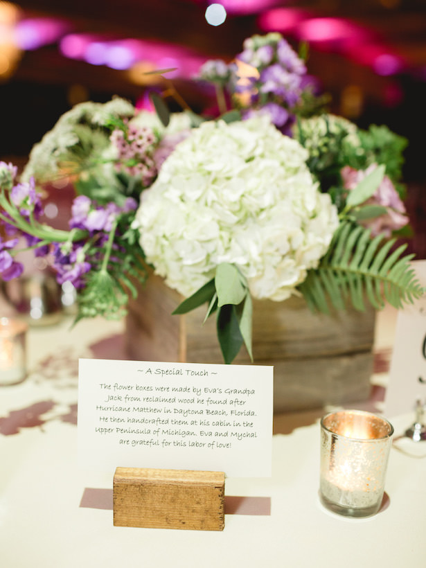 Wedding centerpiece woodbox - Photography: Rochelle Louise