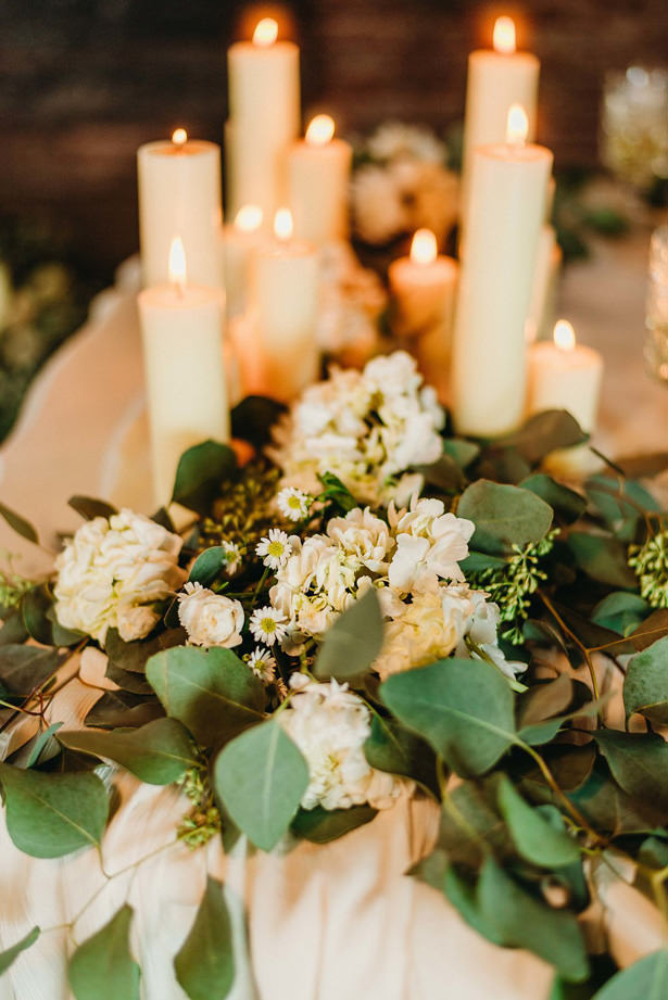 White and green Wedding Table Centerpiece - Photo: Dewitt for Love LL