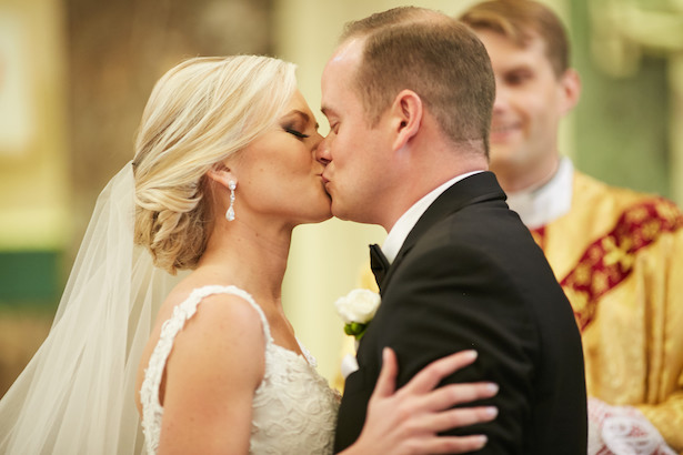 Romantic wedding kiss photo - Wasio Photography
