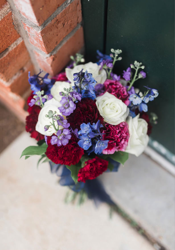 ​Navy and Burgundy Wedding Bouquet - Photography: Sabel Moments