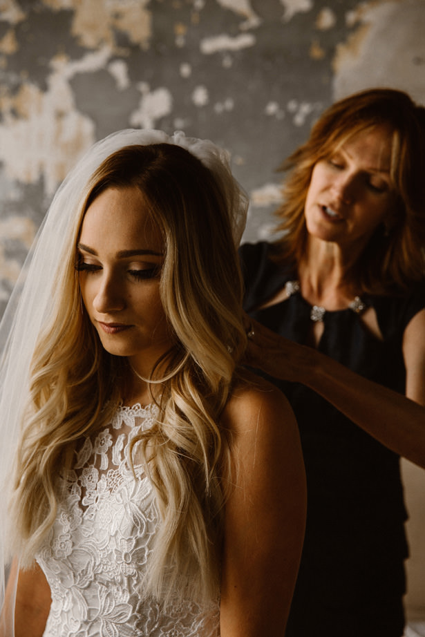 Bride Getting Ready - T&K PHOTOGRAPHY