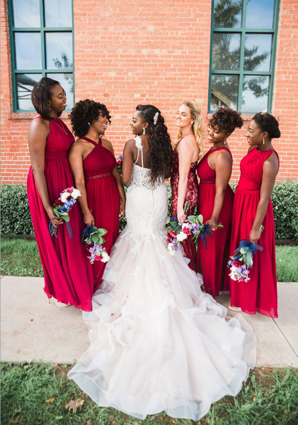 Mismatched bridesmaid halter dresses - Photography: Sabel Moments