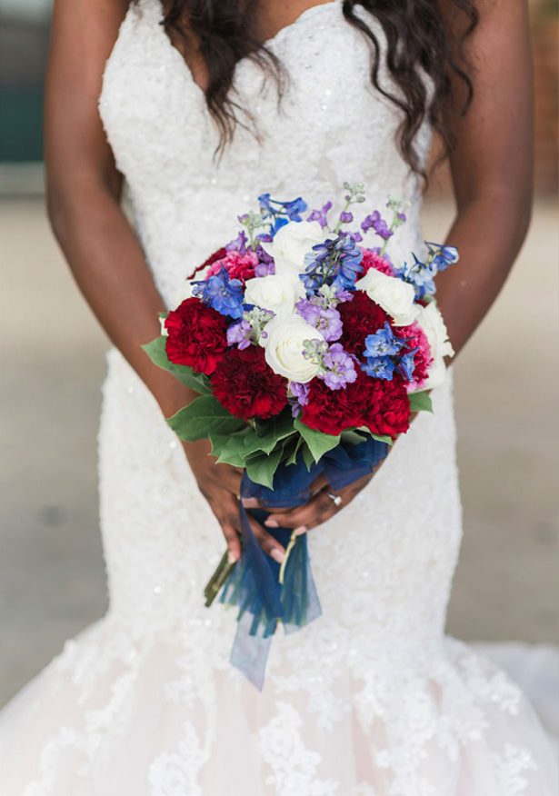 Navy and Burgundy ​Wedding Bouquet - Photography: Sabel Moments