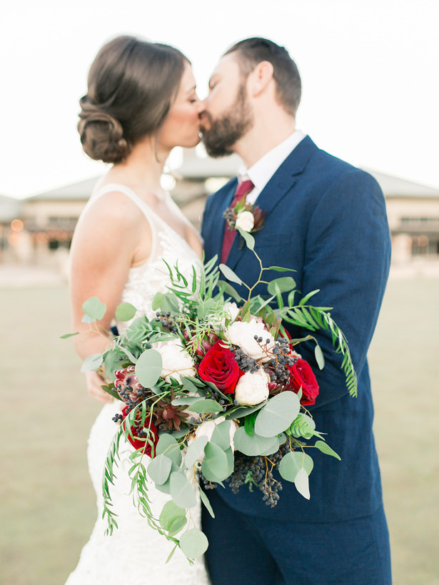 Romantic Wedding Photo | Wedding Bouquet with Roses and Greenery - Mandy Ford Photography