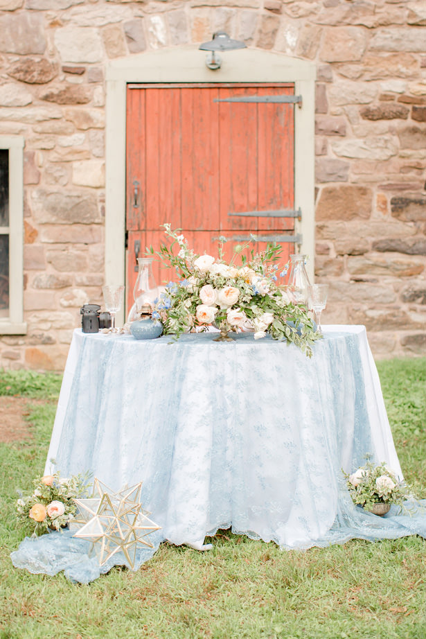 Dusty Blue Sweetheart table - Idalia Photography