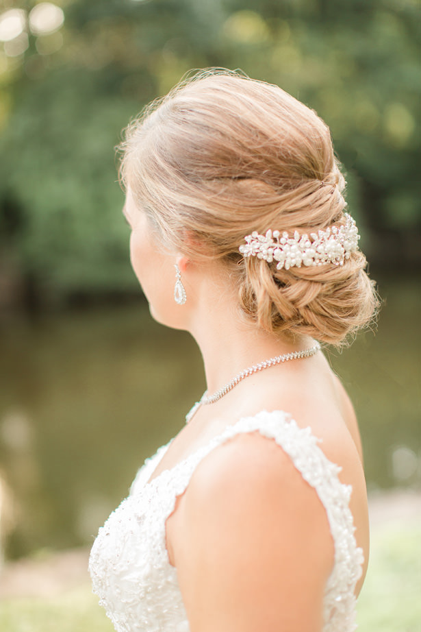 Wedding hairstyle with headpiece - Idalia Photography