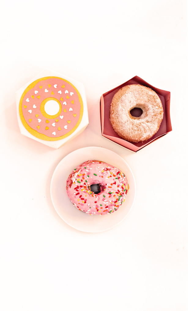 How to style Donut Bar with Cricut - diy donut favor boxes