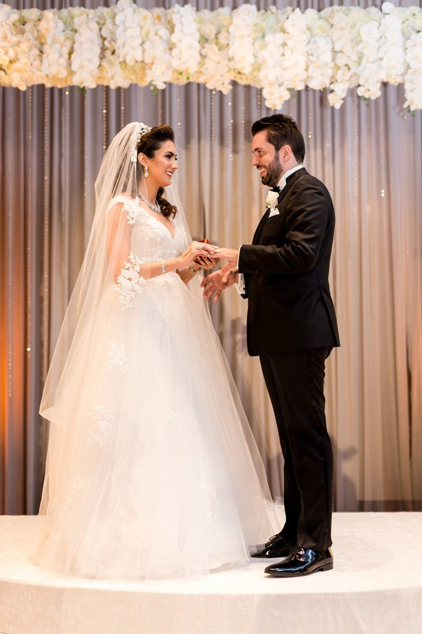 Ballroom luxury wedding ceremony - Photographer: Julia Franzosa