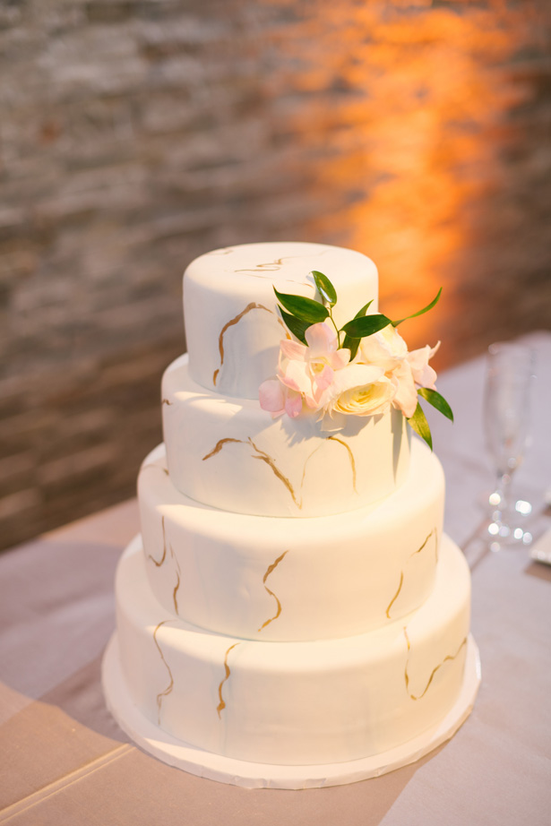 Light and airy Wedding Cake - Anna Smith Photo