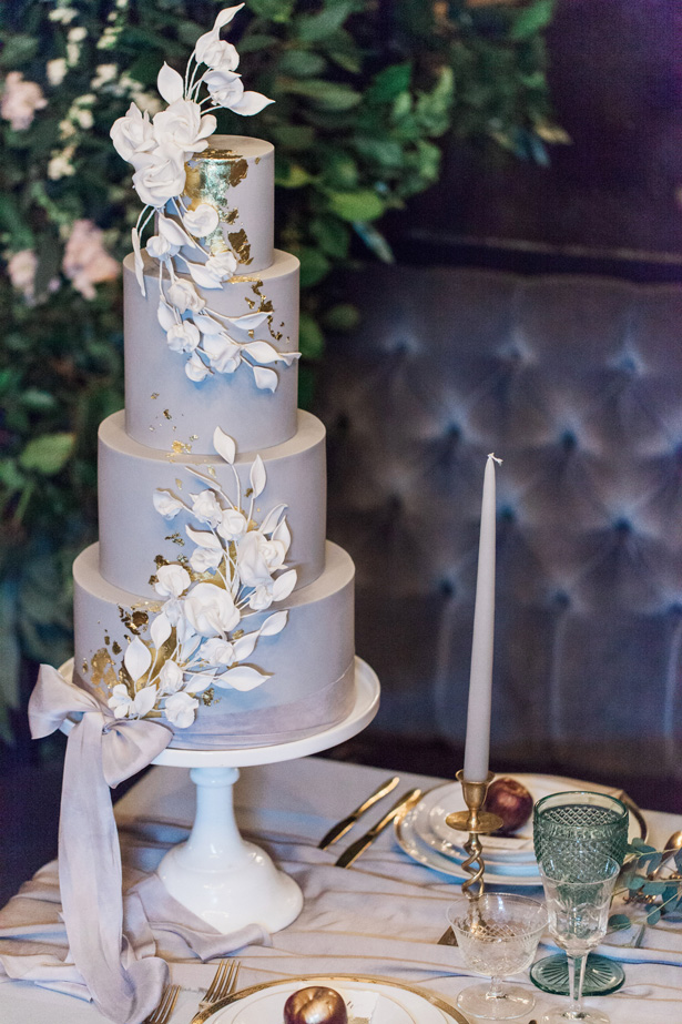 Luxe Romance modern greay wedding cake with gold details and with sugar flowers - Amanda Karen Photography