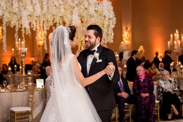 Luxury wedding first dance - Photographer: Julia Franzosa
