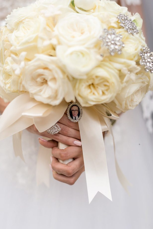 Wedding bouquet charm - Photographer: Julia Franzosa