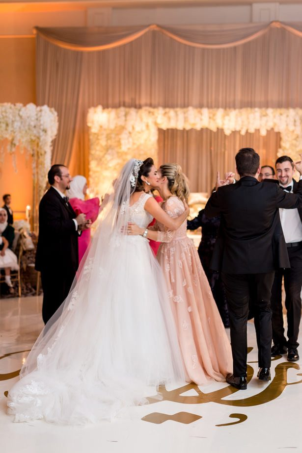 White and gold luxury wedding - Photographer: Julia Franzosa