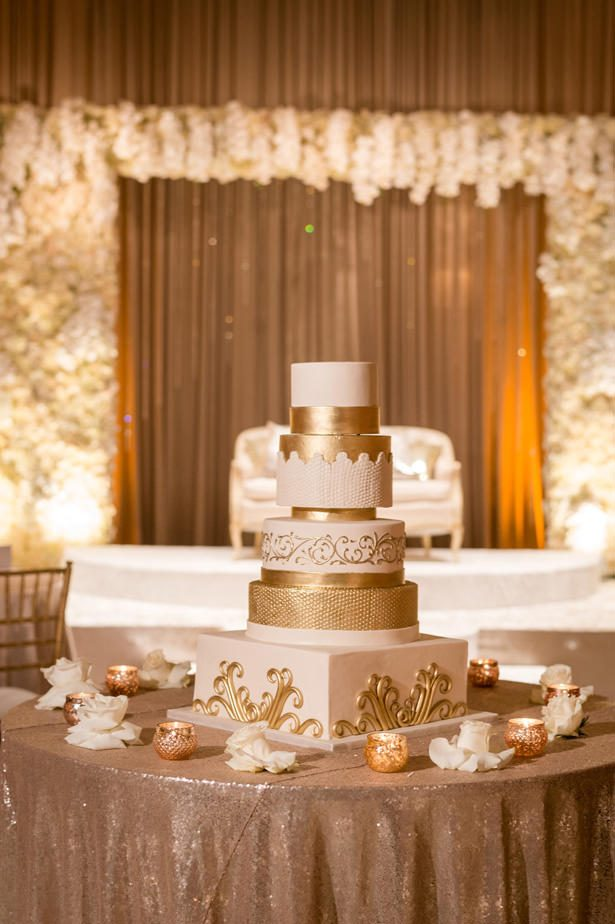 White and Gold Opulent Wedding cake - Photographer: Julia Franzosa