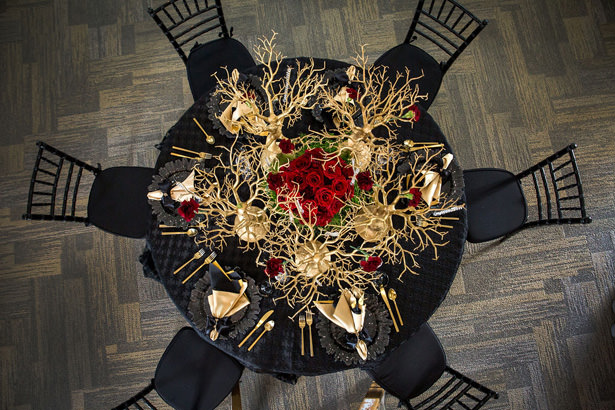 Black red and gold wedding tablescape- Daylin Lavoy Photogaphy