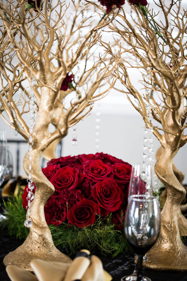 Red rose wedding centerpiece - Daylin Lavoy Photogaphy