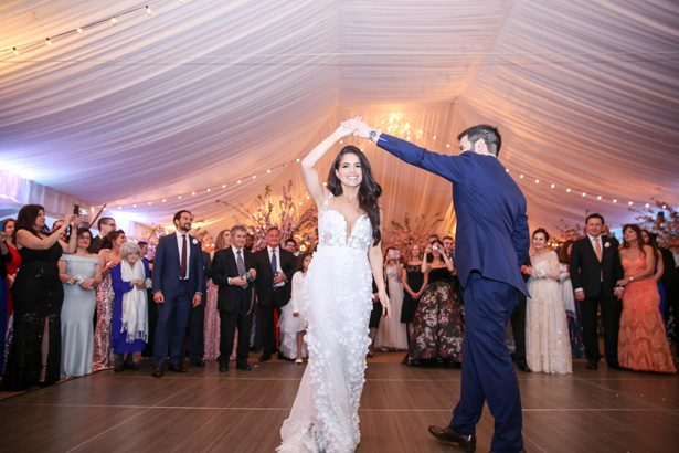 Romantic wedding first dance- Photography: Adam Opris