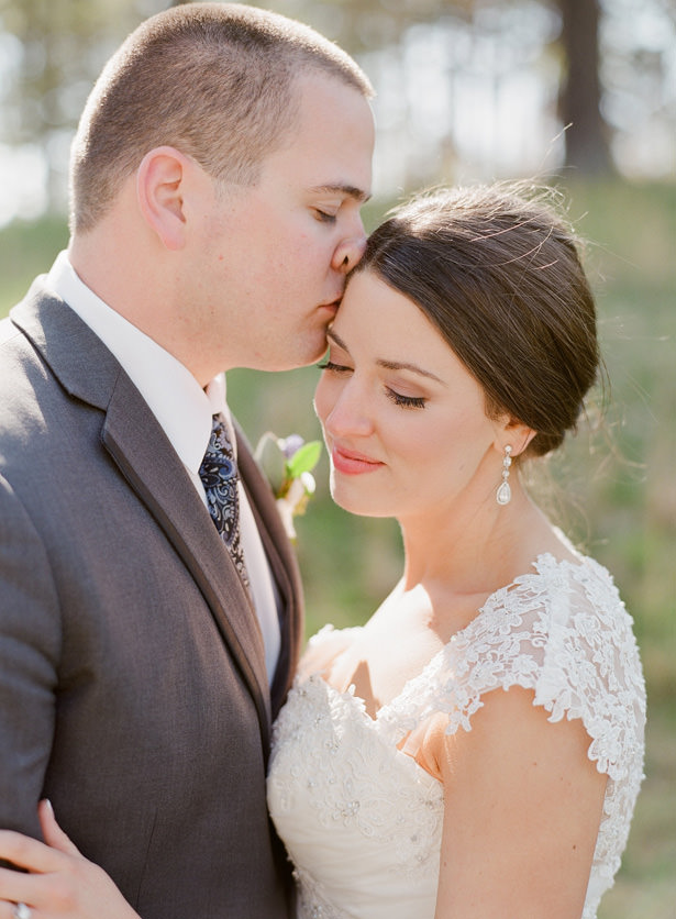 WEdding Kiss Photo - Almond Leaf Studios