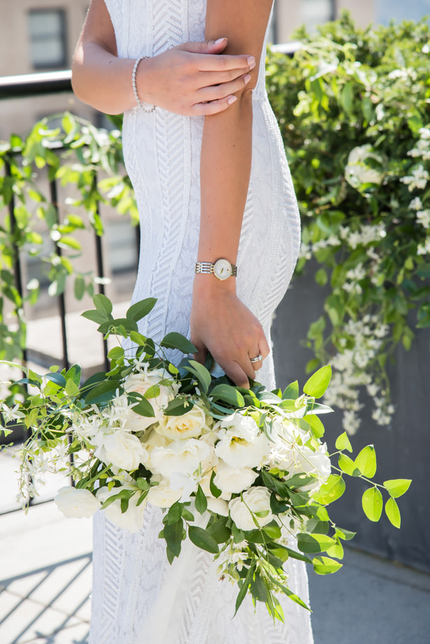 White flowers and greenery wedding bouquet - Photography: Gerber Scarpelli Weddings
