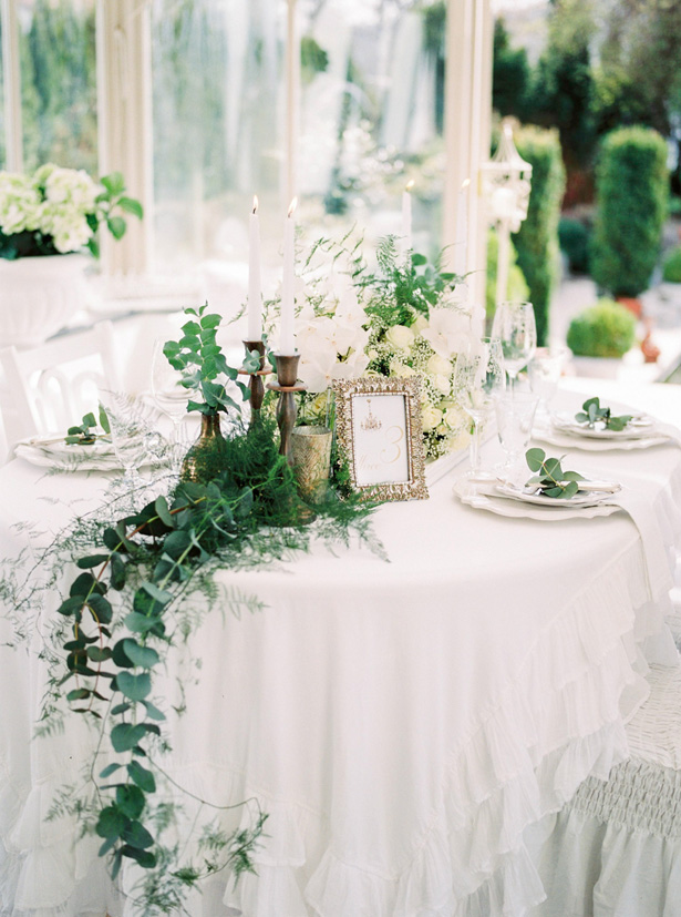 Elegant White Wedding Tablescape with Greenery - Sergio Sorrentino Fotografie