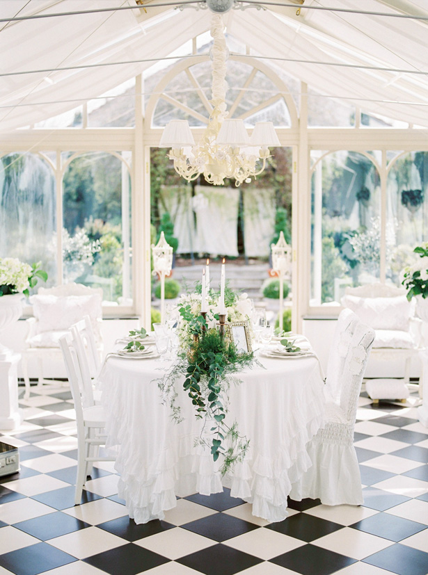 Vintage All White Wedding Tablescape with Greenery - Sergio Sorrentino Fotografie