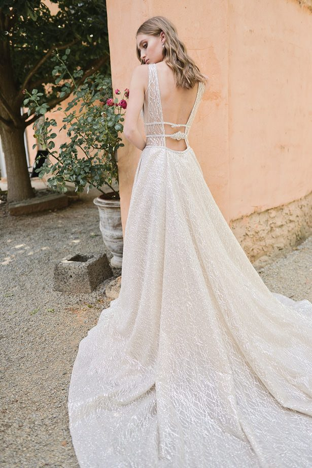 backless wedding - Sephory Photography