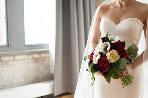 Burgundy wedding bouquet - Alice Hq Photography