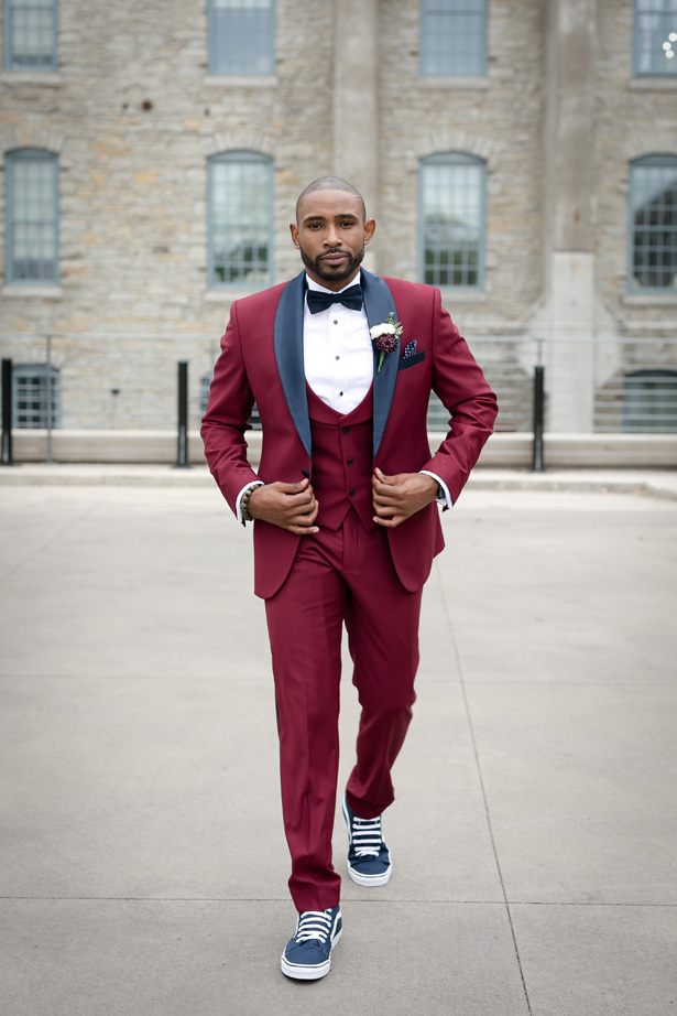 Groom burgundy suit - Alice Hq Photography