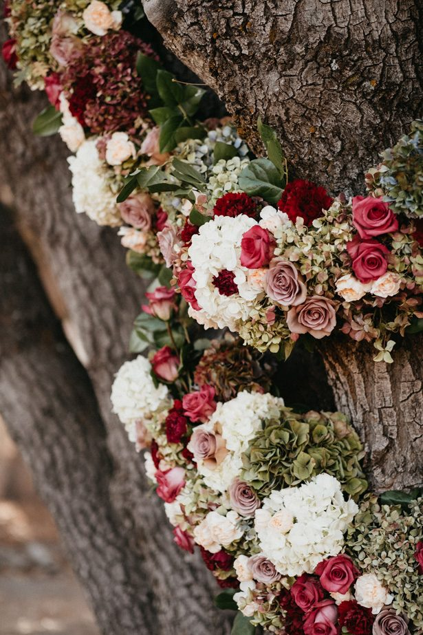 Outdoor Wedding Flowers - The Blushing Details / Quattro Studios