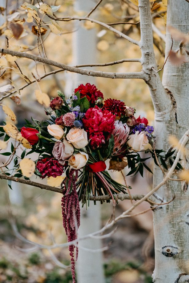 Wild Winter Wedding Bouquet - The Blushing Details / Quattro Studios