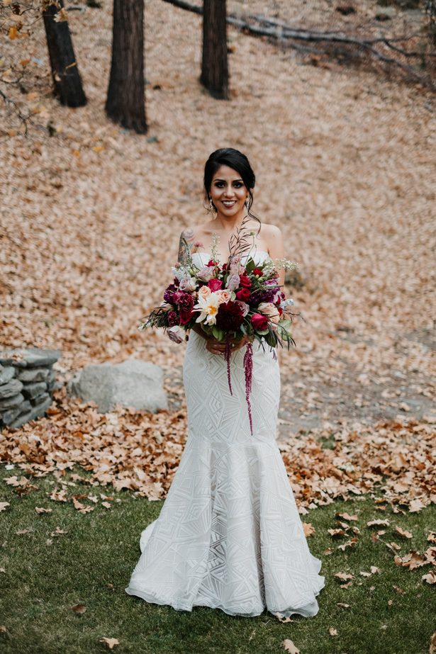 gorgeous winter wedding flowers - The Blushing Details / Quattro Studios