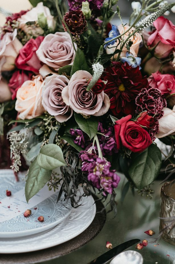winter wedding flowers - The Blushing Details / Quattro Studios