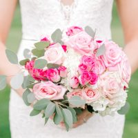 Classic pink wedding bouquet - Photography: Lauren Westra