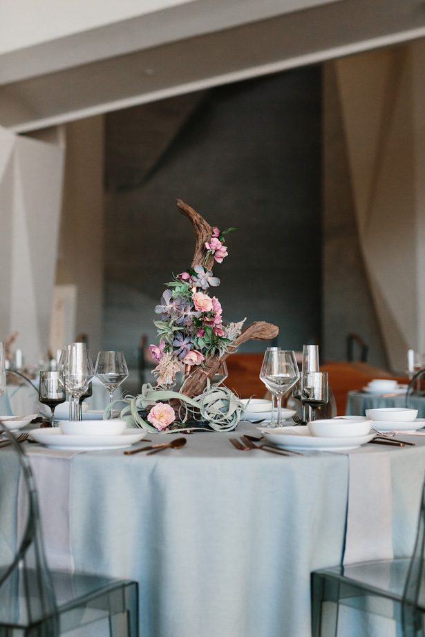Contemporary meets boho wedding centerpiece - Photography: Kate Osborne