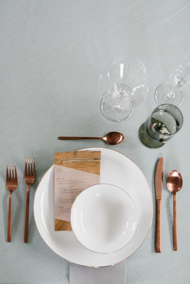 Contemporary meets boho wedding table place setting - Photography: Kate Osborne