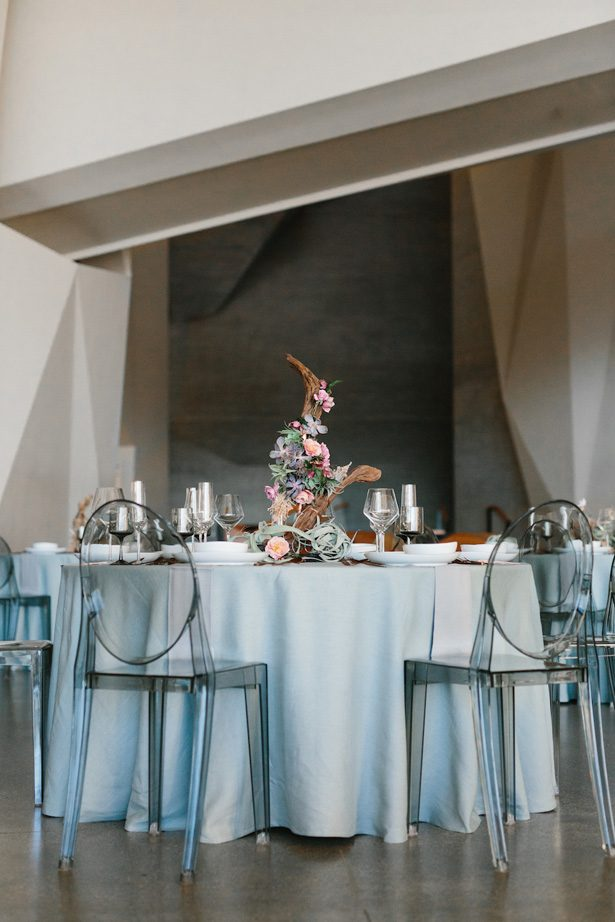Contemporary meets boho wedding tablescape - Photography: Kate Osborne