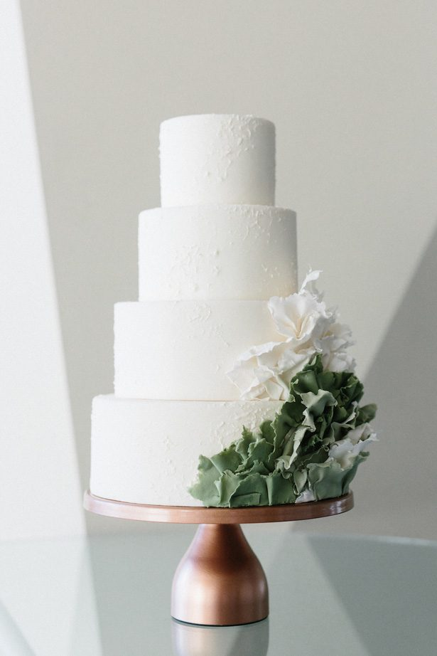 Contemporary white and green wedding cake - Photography: Kate Osborne