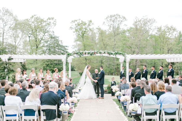 Outdoor wedding ceremony - Photography: Lauren Westra