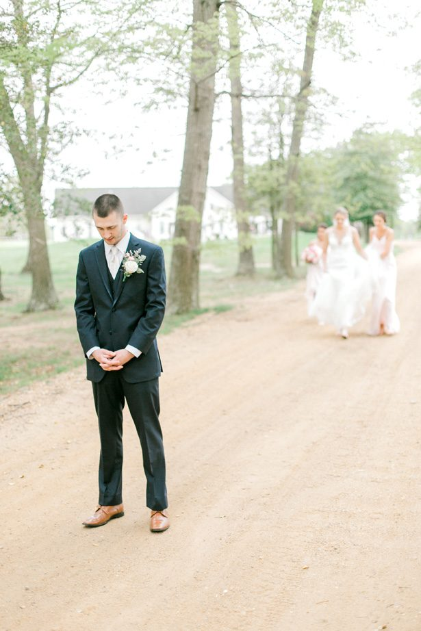Romantic wedding photo - first look - Photography: Lauren Westra