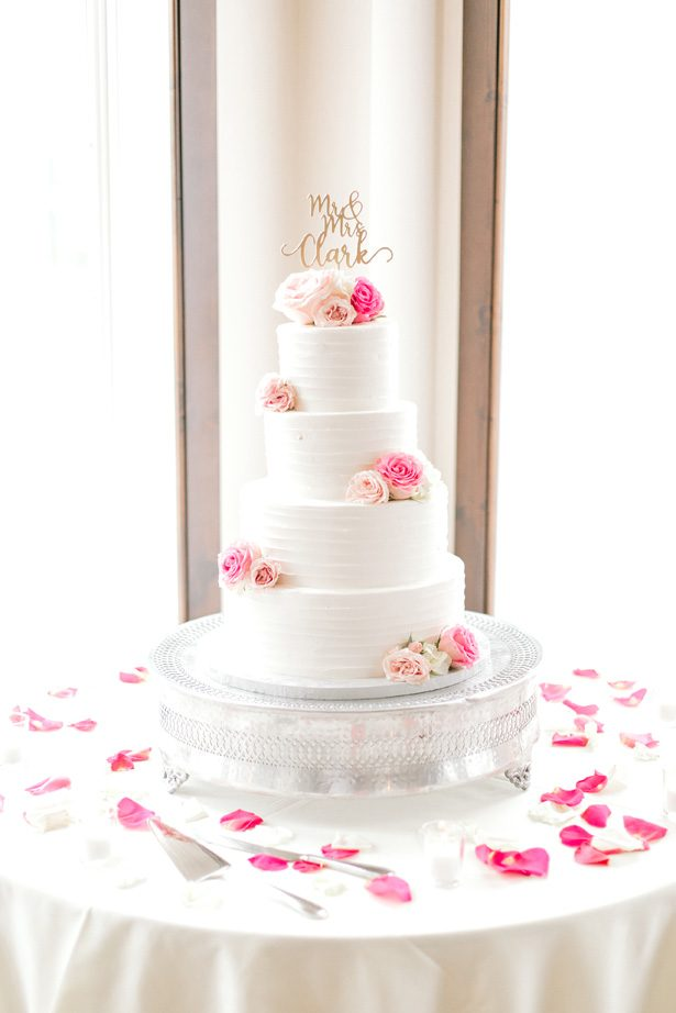White buttercream wedding cake with fress flowers pink roses and gold cake topper - Photography: Lauren Westra