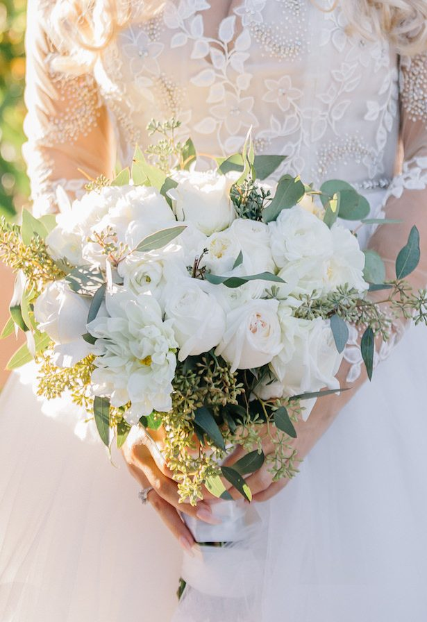 White rose classic wedding bouquet- Nichanh Nicole Photos