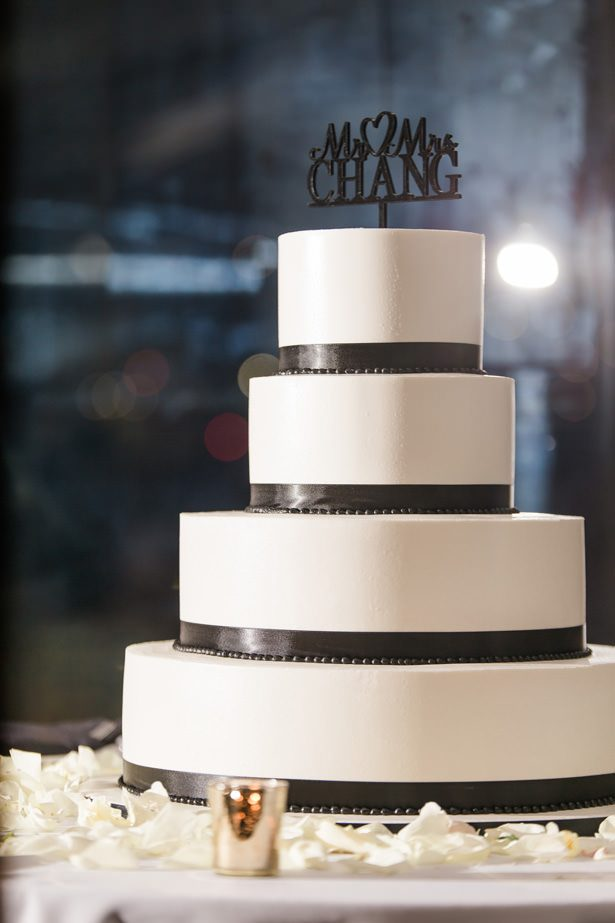 black and white wedding cake - Nichanh Nicole Photos