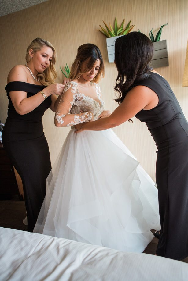 Bride getting ready photo - Nichanh Nicole Photos