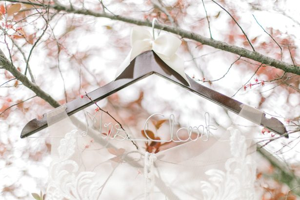 wedding hanger - Photography: Lauren Westra