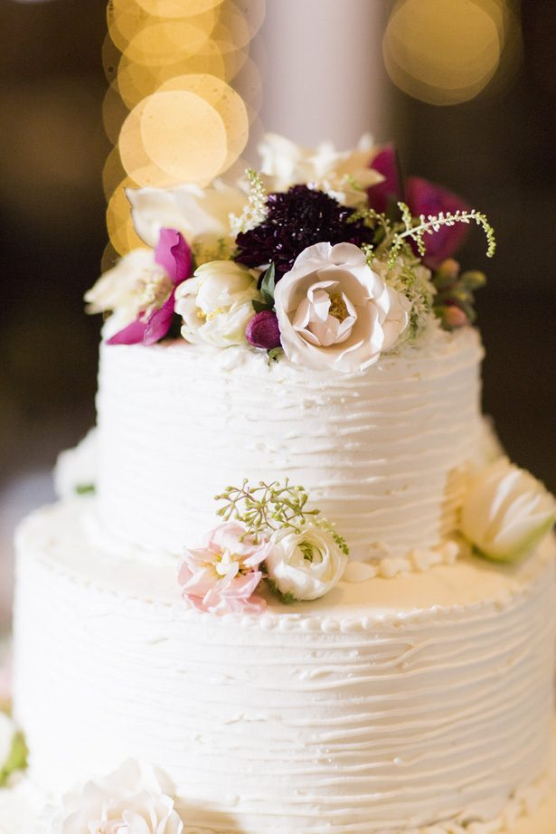 Classic wedding cake with flowers - Aislinn Kate Photography