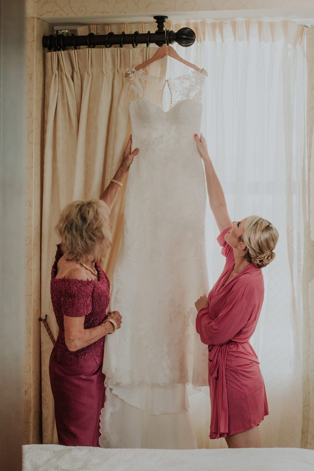 sleevless wedding dress - Kelli Wilke Photography